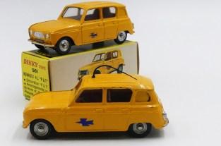 Dinky Toys Renault 4l postes avec chassis plastique dont le modèle du bureau d'études sur la basse de l'autoroutes