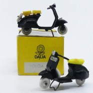 "Dalia Vespa scooter ""policia"" avec deux types de selle."