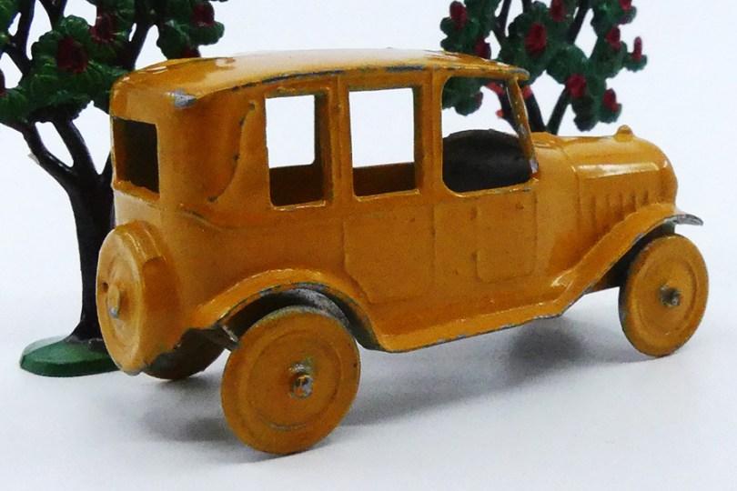 SR taxi identique au modèle commercialisé par Dowst (gravure France) qui a copié qui ?