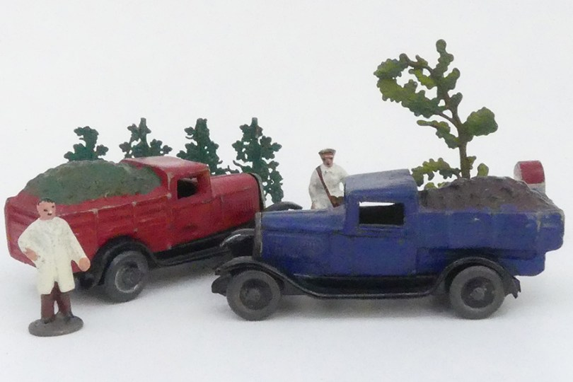 """""""Les jouets Citroën"""" Citroën C4 benne à charbons et ridelles primeur (choux)"""