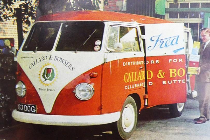 catalogue publicitaire Volkswagen : un Kombi livre du chocolat...en Grande Bretagne