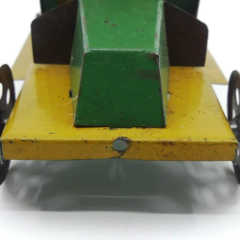 CR De Dion ...jouet de parquet à trainé (détail e la perforation)