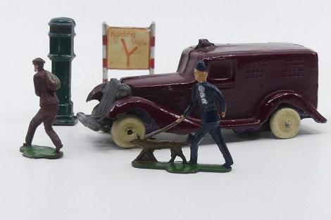 DK (inconnu) Graham fourgonnette de police danoise avec policier à ,la poursuite d'un voleur (copie d'époque de la Birk moulage monobloc de la carrosserie)