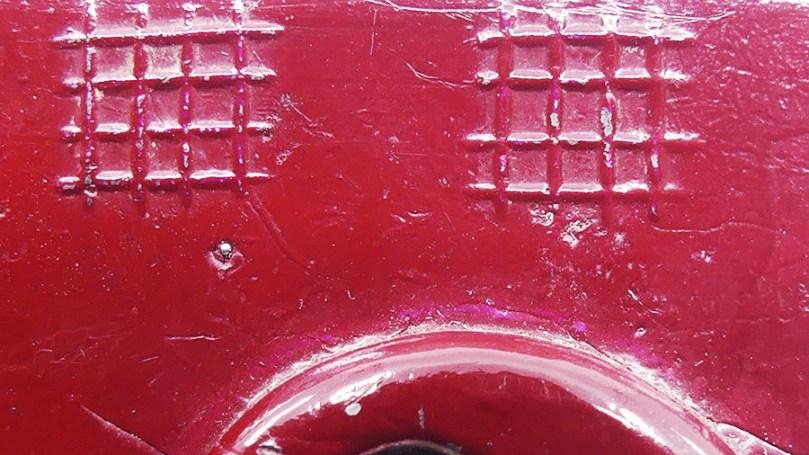 DK(inconnu) détails de la grille symbolisant la privation de liberté