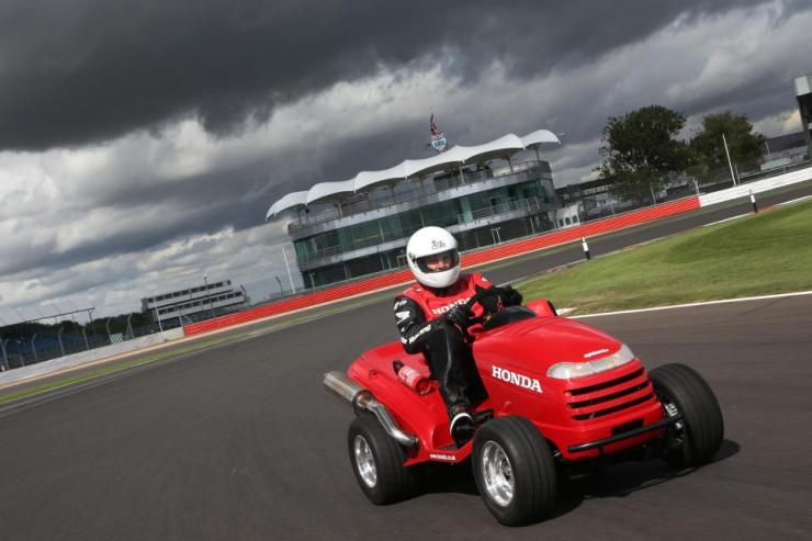 Honda's Mean Mower Is Set To Become World's Fastest Lawnmower And It Is Quicker Than Honda Civic