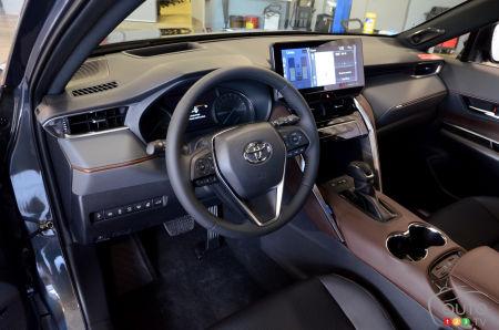 2021 Toyota Venza, interior