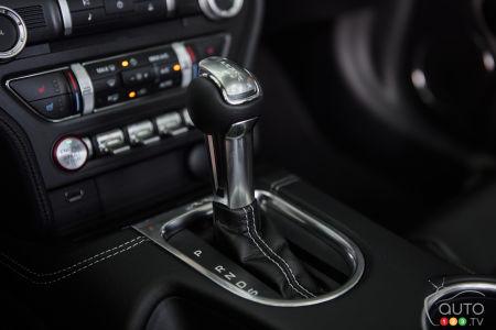 2020 Ford Mustang GT convertible, gear shifter
