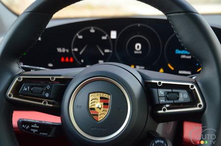 2020 Porsche Taycan 4S, steering wheel