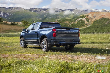 2022 Chevrolet Silverado High Country, three-quarters rear