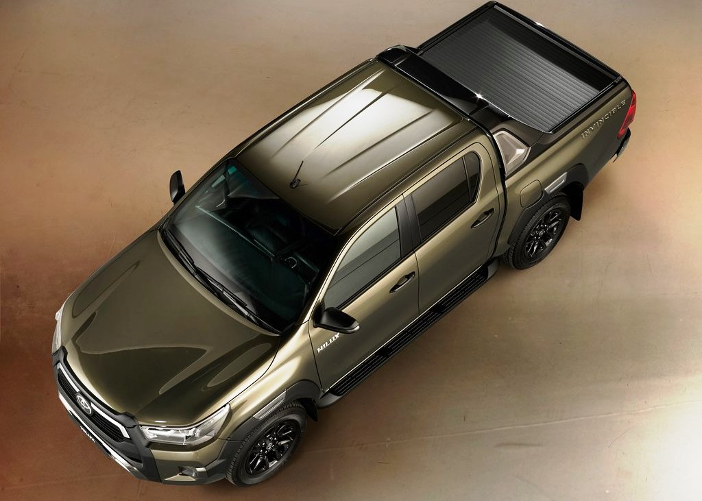 2021 Toyota Hilux Double Cab Pictures