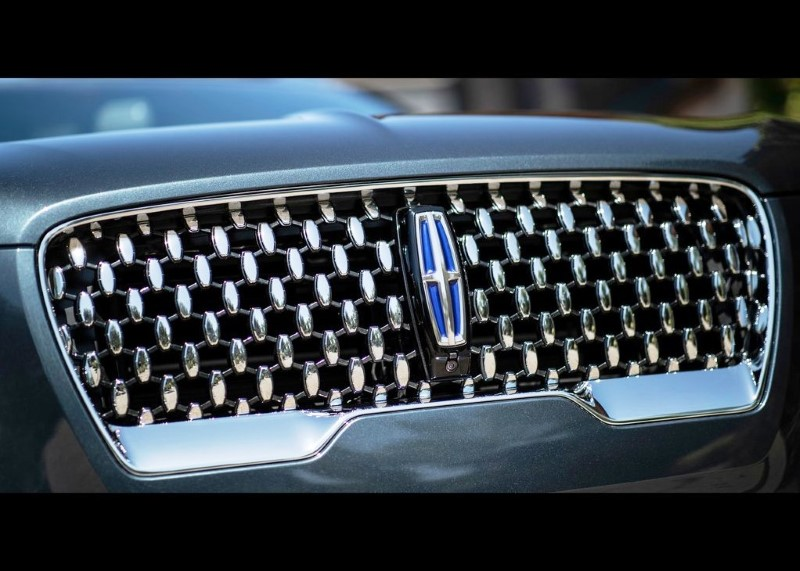 2021 lincoln Aviator Front Grill