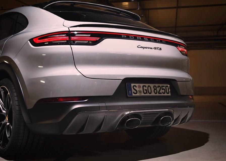 2022 Porsche Cayenne GTS Coupe Exhaust