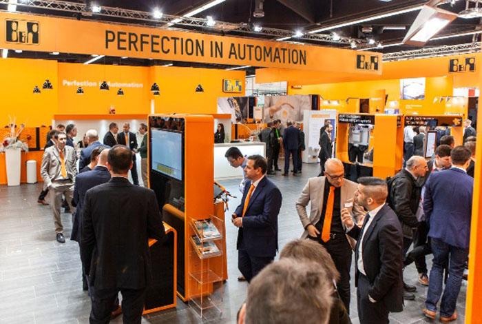 B&R은 하노버 메세 (Hannover Messe)에서 대량 생산부터 배치 사이즈 원까지 효율적이고 탁월한 품질의 제품 생산을 쉽게 할 수 있는 방법을 선보였다.