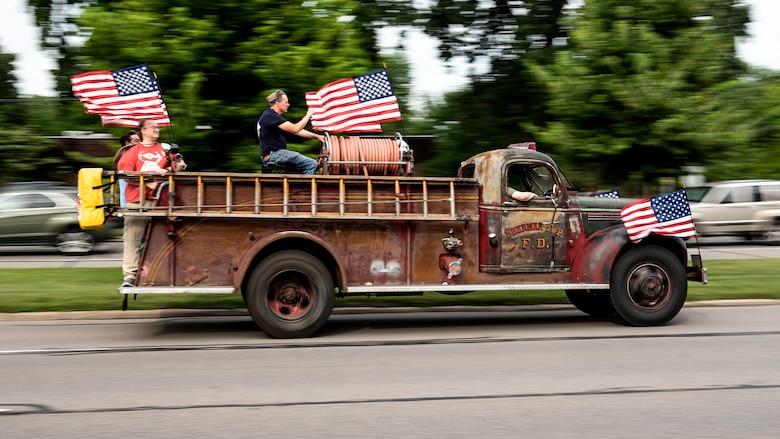 1947-chevrolet-general-detroit-pumper-truck-2018-woodward-dream-cruise