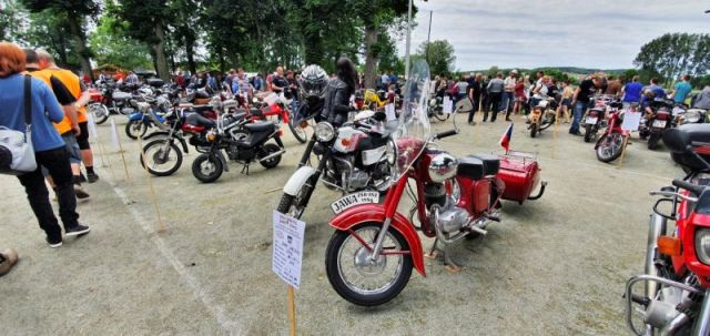 2019-8_cerven-jawa-sraz-ledce-moto