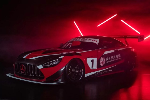 Buggyra-Mercedes-Benz-AMG-GT3-Tomas_Enge-David_Vrsecky-Aliyyah_Koloc-2