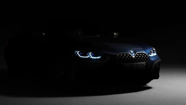 2021-BMW_rady_4-teaser