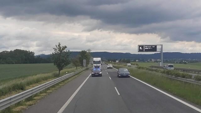 policie-kontrolovala-z-autobusu-ridice-kamionu-3