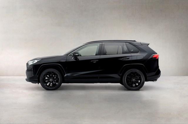 Toyota_RAV4-Black_Edition-2
