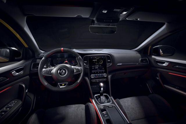 2021-Renault_Megane_RS-2