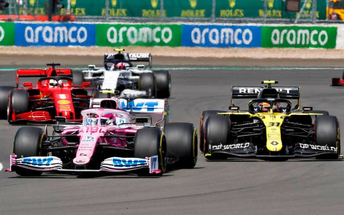 Lance Stroll, Racing Point RP20 and Esteban Ocon, Renault R.S.20 battle