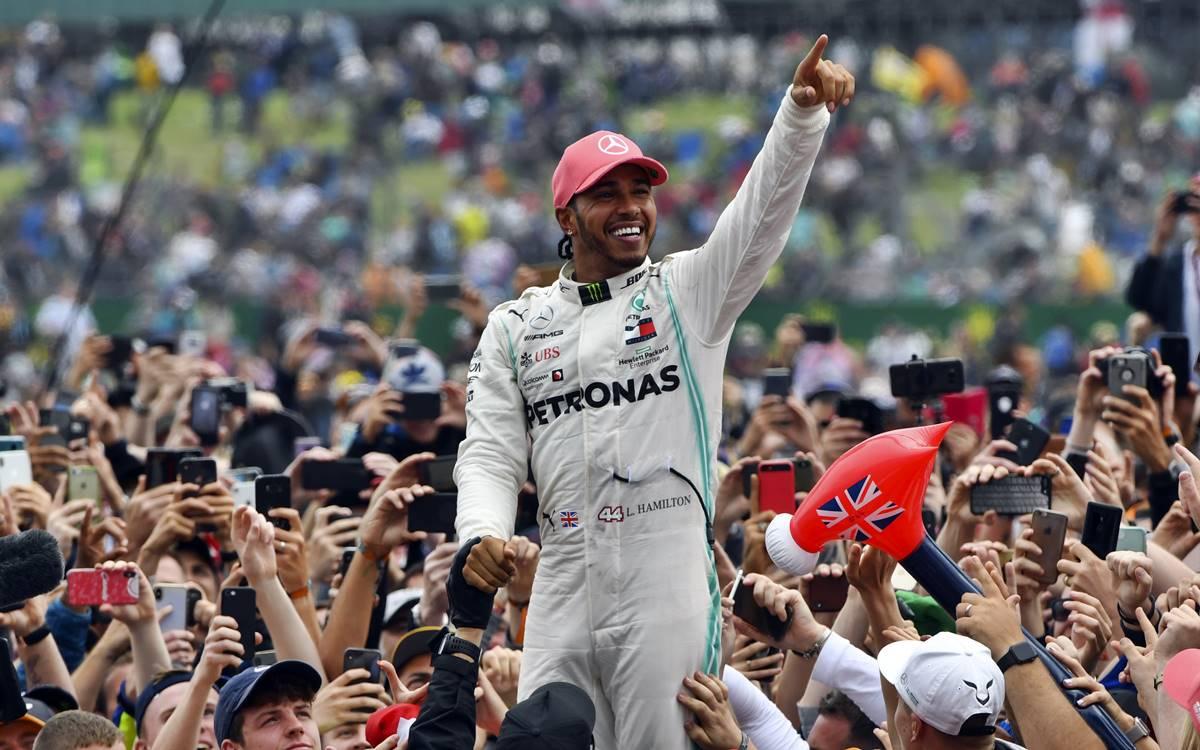 """Lewis Hamilton: """"Muchos aficionados me piden que vaya a Ferrari"""""""