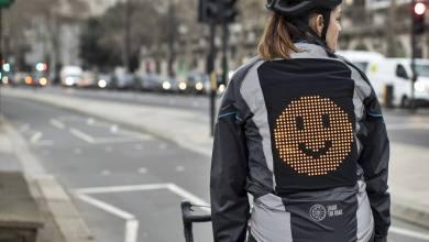 Photo of La campera Emoji que permite la comunicación entre ciclistas y automovilistas