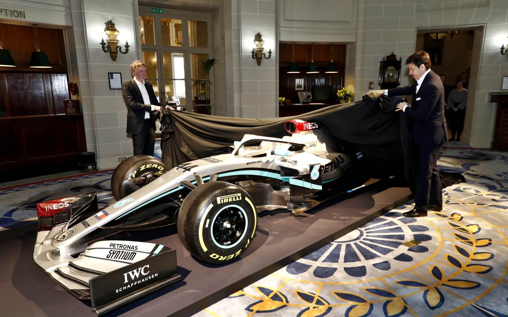 Mercedes mostró los colores de su Flecha de Plata para 2020