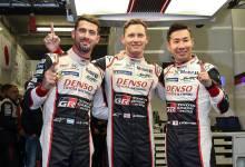 Photo of Pechito López, Mike Conway y Kamui Kobayashi con el cuchillo entre los dientes