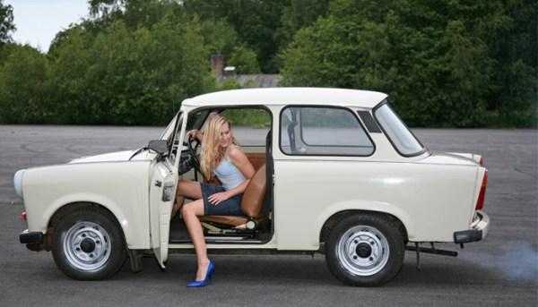 Berlin-Trabant-girl
