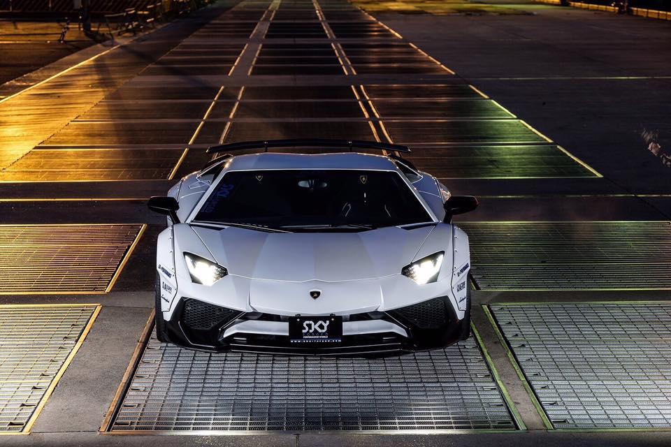 Liberty Walk Widebody Lamborghini Aventador SV