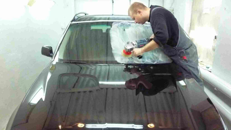 полировка стекла автомобиля от царапин