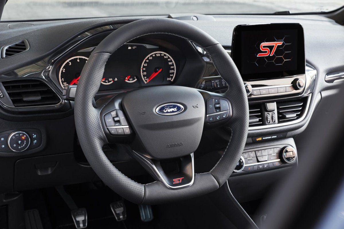 2017-Ford-Fiesta-ST-6