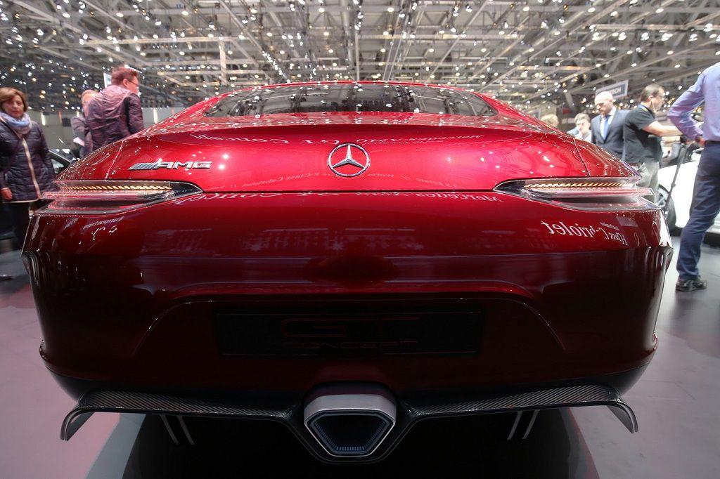 Mercedes-AMG-GT4-11