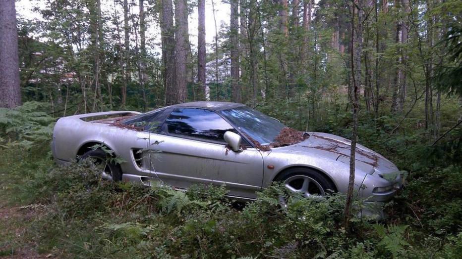Rus u šumi pronašao napuštenu Hondu NSX