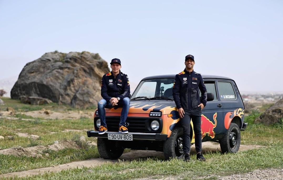 Verstappen i Ricciardo zamijenili F1 bolide za Ladu Nivu