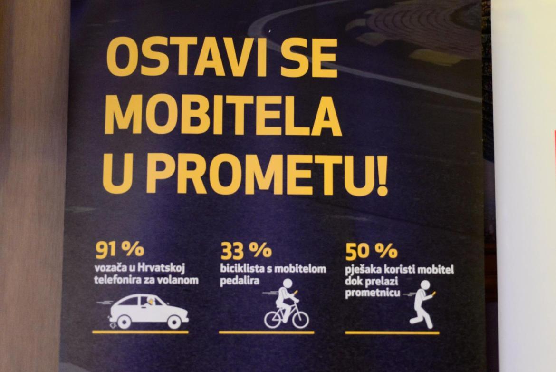 Korištenje mobitela u vožnji višestruko produžava vrijeme reakcije u slučaju opasnosti
