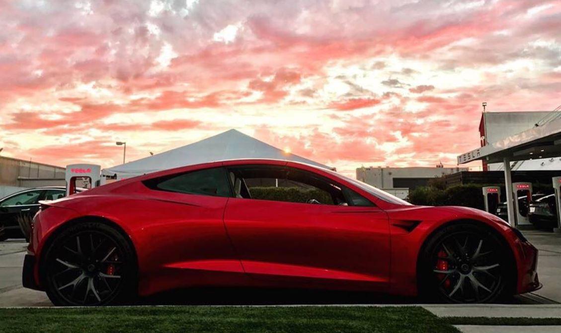 Objavljene nove fotografije Teslinog Roadstera