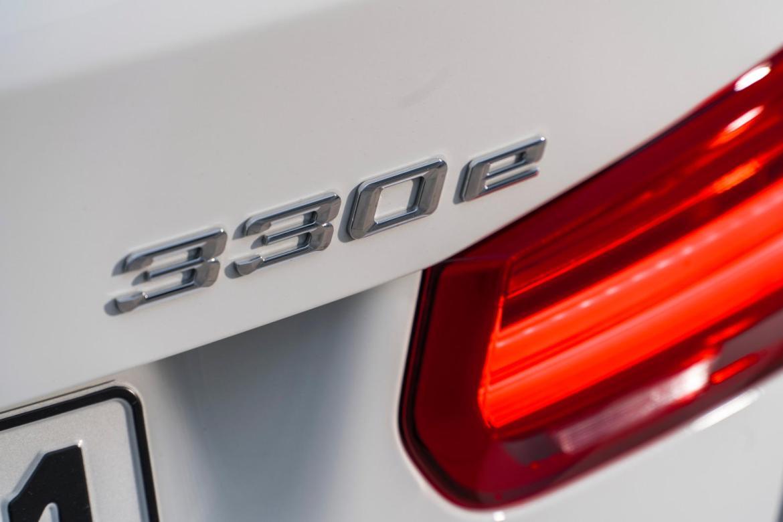 Predstavljen hibridni BMW 330e sa 250 KS