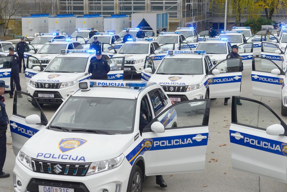 Ministar Božinović predao ključeve 60 novih vozila za nadzor državne granice