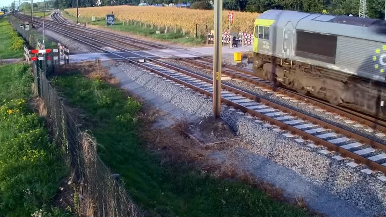 Video: Evo zašto je svaki željezničko-cestovni prijelaz posebno opasan