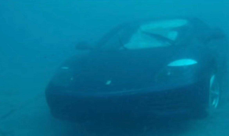 Parkirao Ferrari 360 Modenu u ocean, jer mu je Isus tako rekao