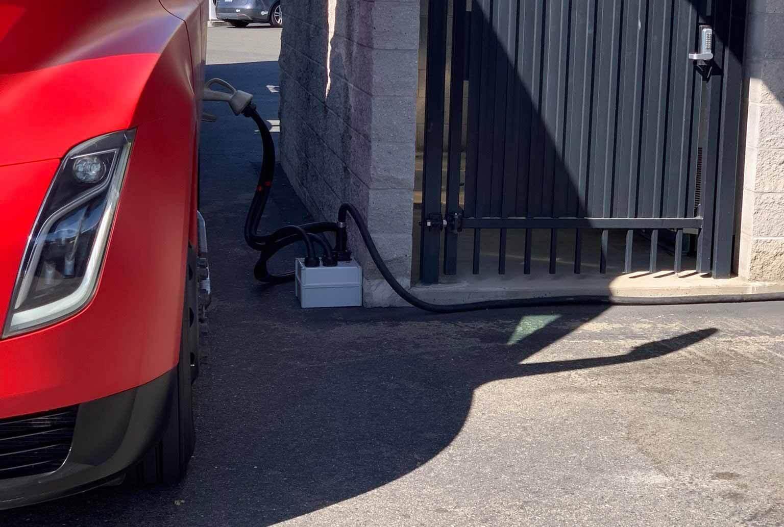 Обновленная специальная установка Megacharger Tesla Semi намекает на значительно улучшенный аккумулятор