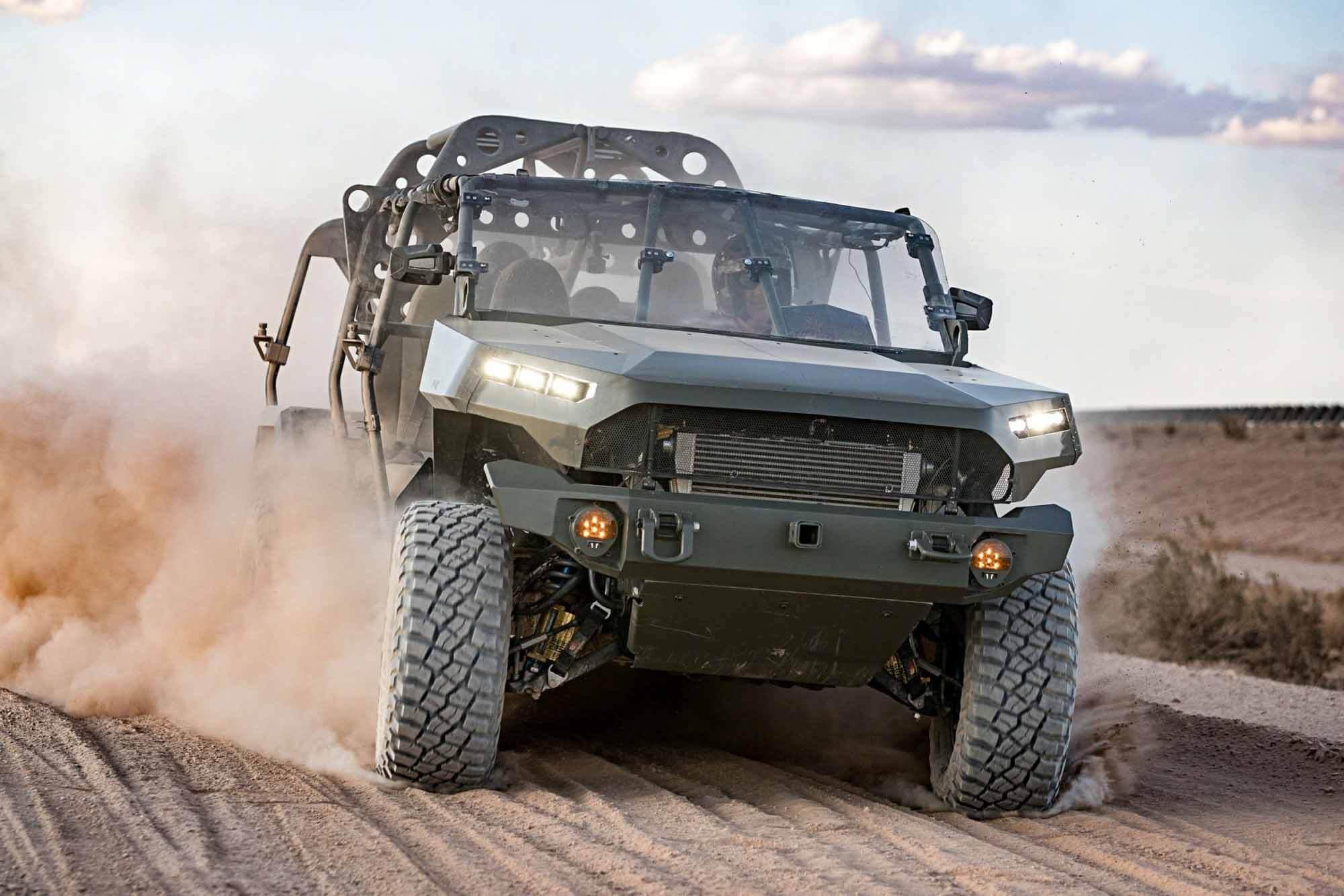 Пикап Chevrolet Colorado ZR2 превратился в армейский автомобиль для 9 бойцов