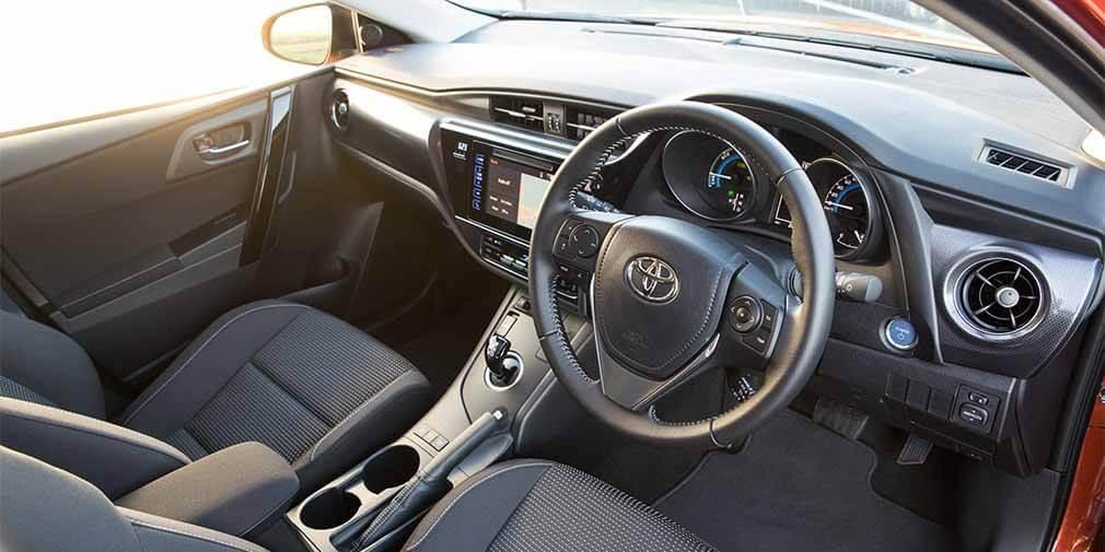 Праворульная Toyota Corolla. Фото Toyota