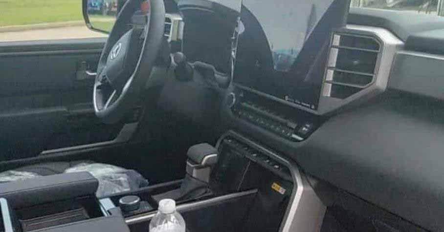 Интерьер новой Toyota Tundra удивил гигантским тачскрином и россыпью кнопок - Motor