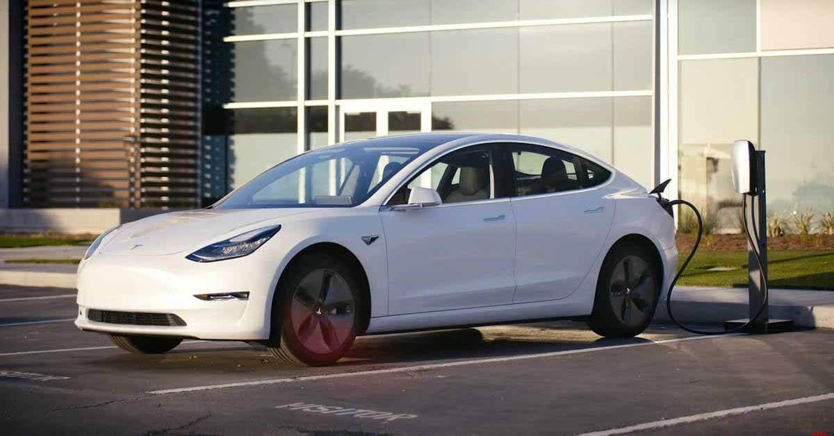 Tesla возглавила рейтинг удовлетворенности клиентов вне категории - Motor