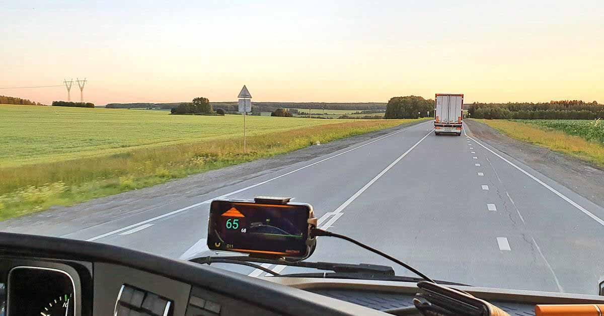 Россия начнет поставки грузов на беспилотных грузовиках Mercedes-Benz - Motor