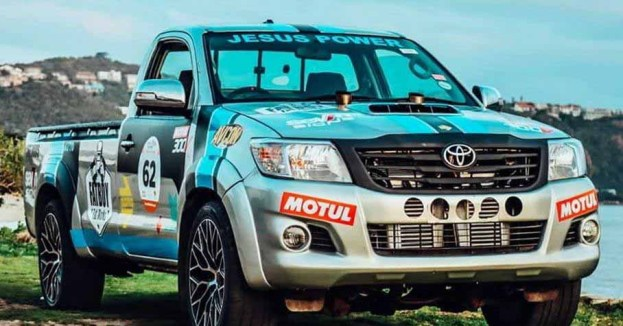 Пикап Toyota Hilux с 5,0-литровым двигателем V12