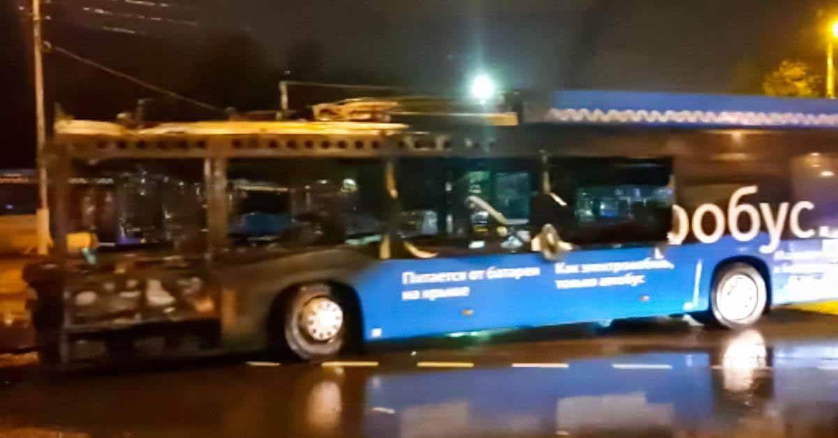 В Москве во время движения загорелся электробус - Мотор